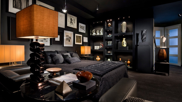 Featured Image of Dramatic Gothic Bedroom In Full Black