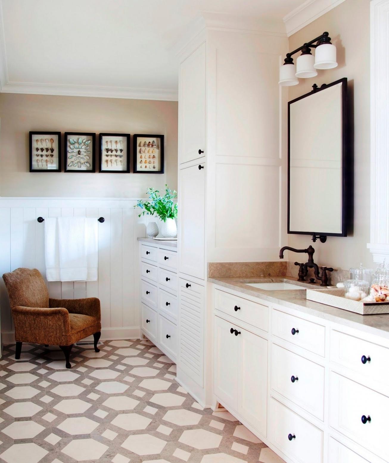 Featured Image of Elegant Bathroom Ceramic Flooring With Marmer
