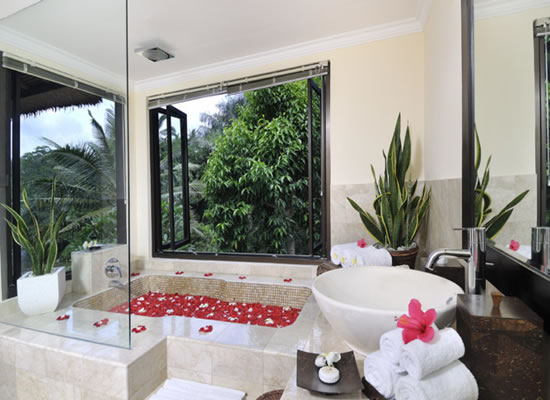 Featured Image of Elegant Tropical Bathroom Ideas