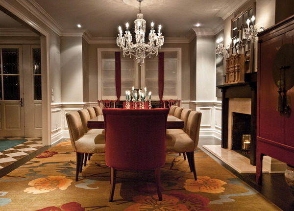 Featured Image of Formal Luxury Dining Room With Crystal Chandelier