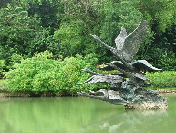 Featured Image of Garden Swan Sculpture Ideas