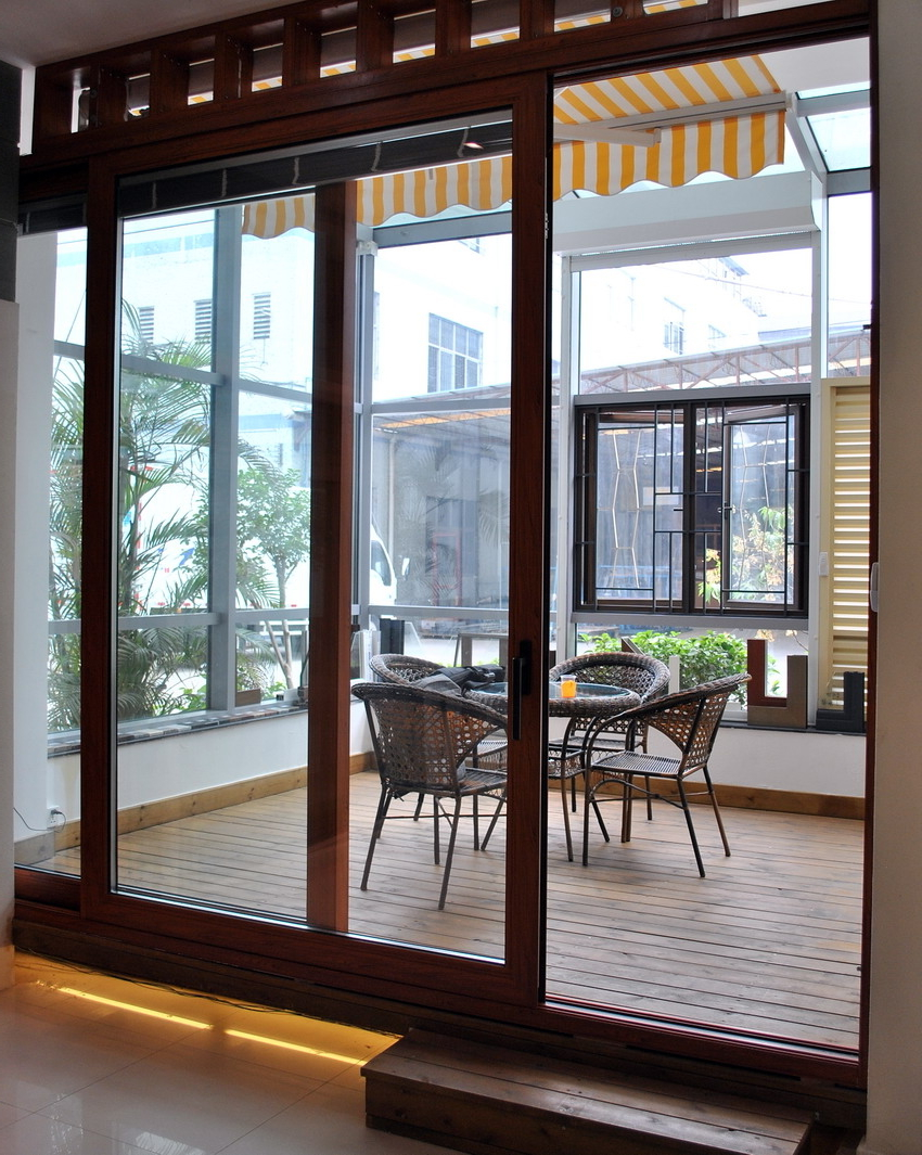 Featured Image of Glass Door With Wooden Frame