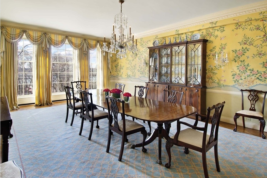 Featured Image of Gorgeous Luxury Dining Room In Classic Design