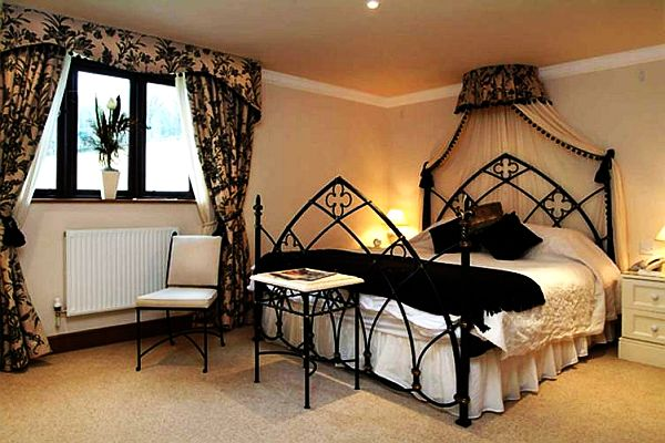 Featured Image of Gothic Bedroom Interior Decoration Ideas