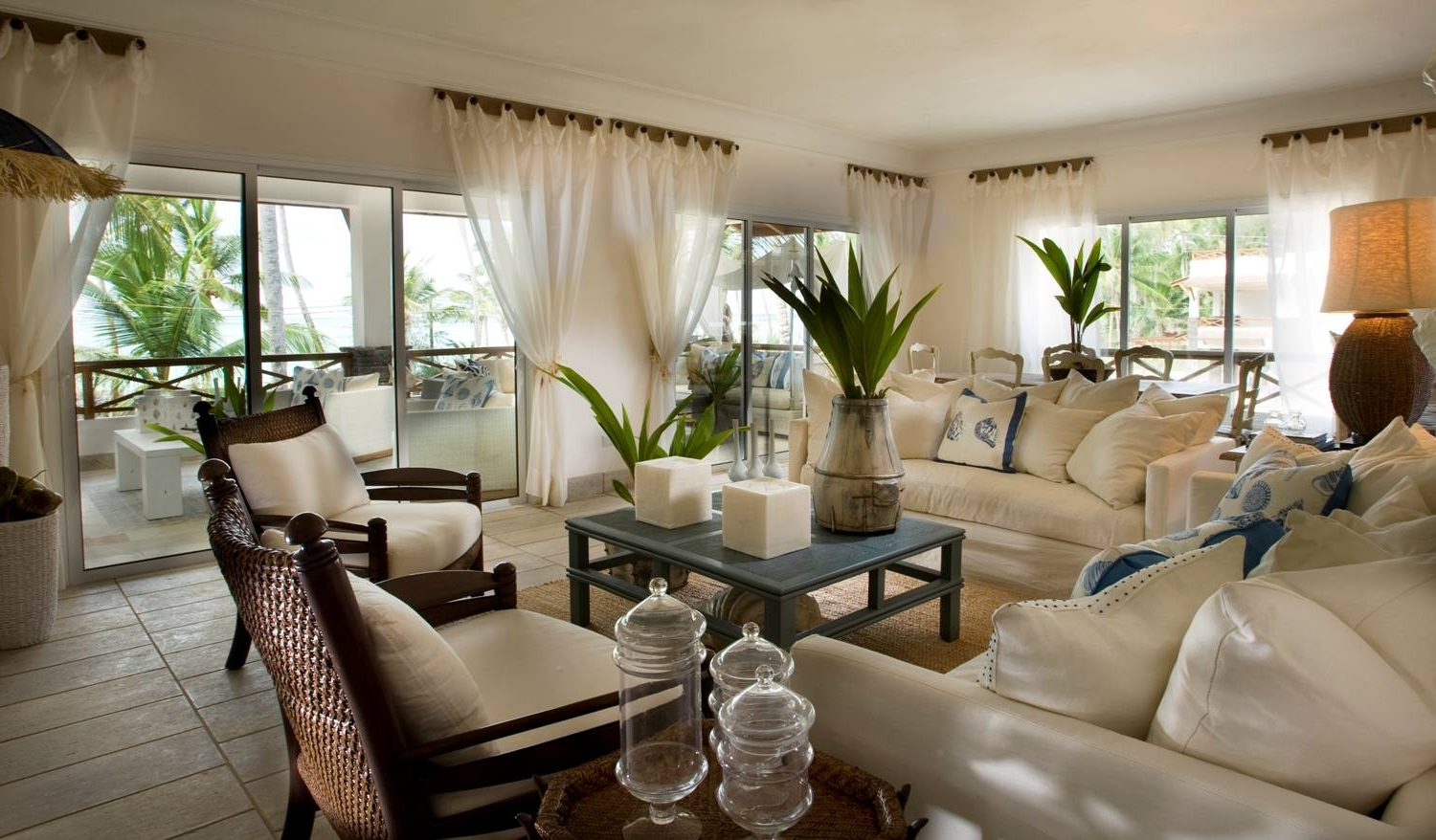 Featured Image of Interior For Tropical Homes