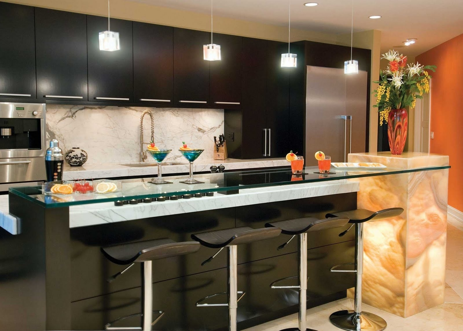 Featured Image of Italian Kitchen With Breakfast Bar