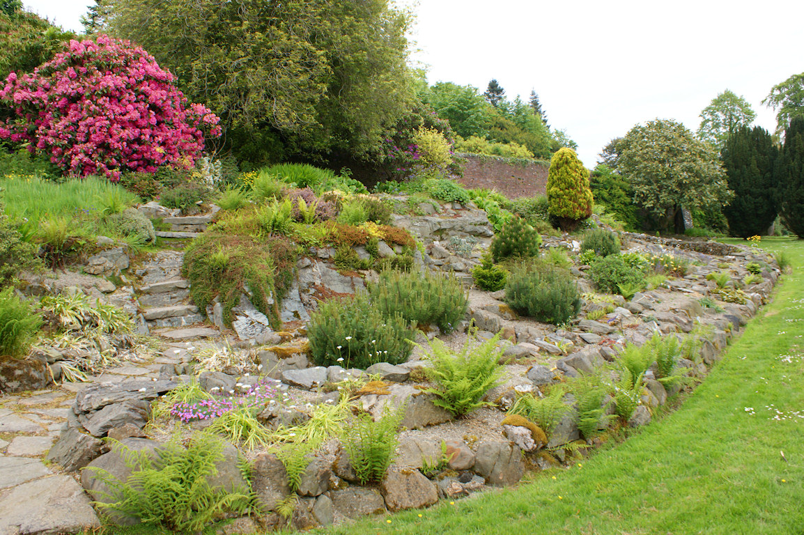 Featured Image of Large Rock Garden Design Ideas