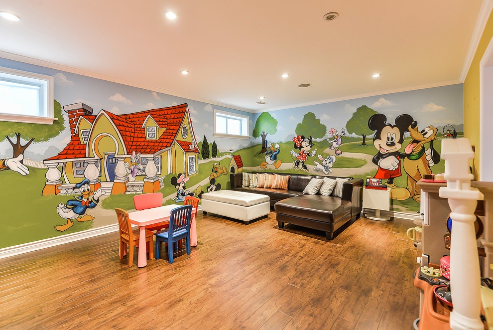 Featured Image of Living Room With Mickey Mouse Decorative Wall Theme