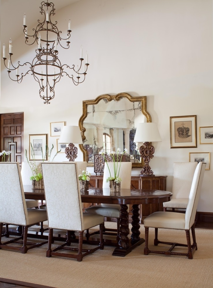 Featured Image of Luxurious European Dining Room Design Ideas