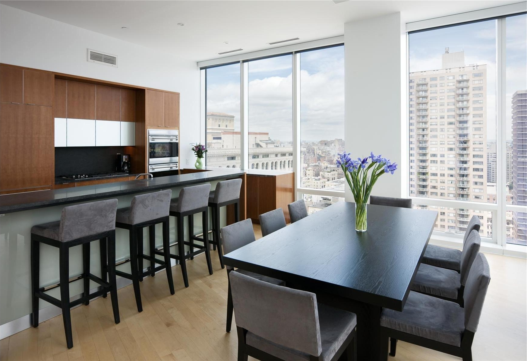 Featured Image of Minimalist Design Dining Room And Kitchen With Breakfast Bar