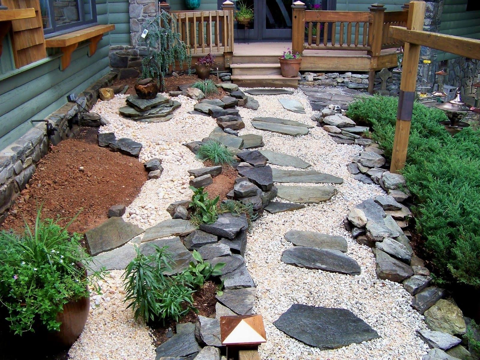 Featured Image of Minimalist Garden Path
