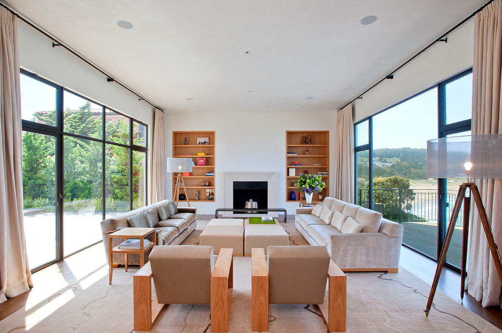 Featured Image of Minimalist Living Room With Wood Sofa And Bookshelves