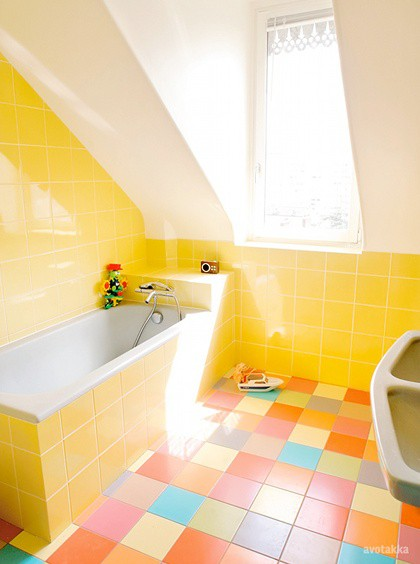 Featured Image of Modern Colorful Bathroom Flooring Ideas