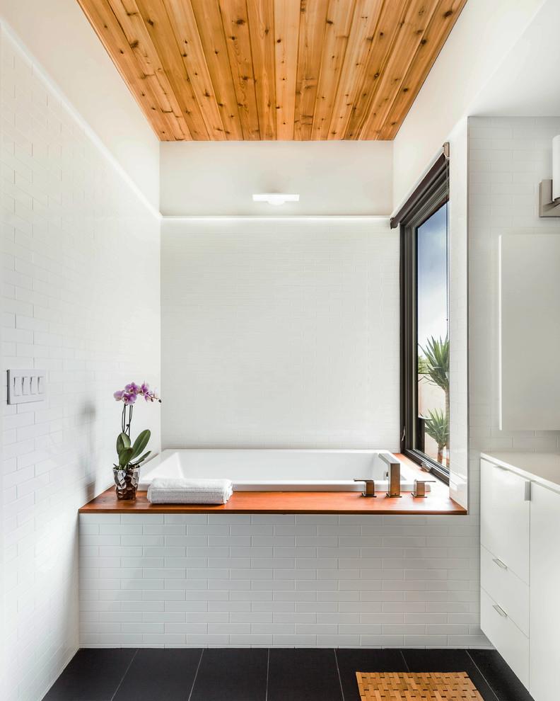Minimalist Bathroom Images: Modern Minimalist Bathroom With Vinyl Roof #8598