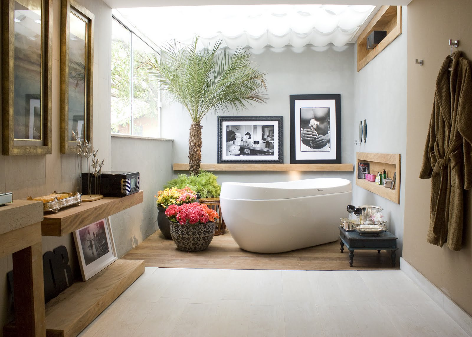 Featured Image of Modern Tropical Bathroom Design Ideas