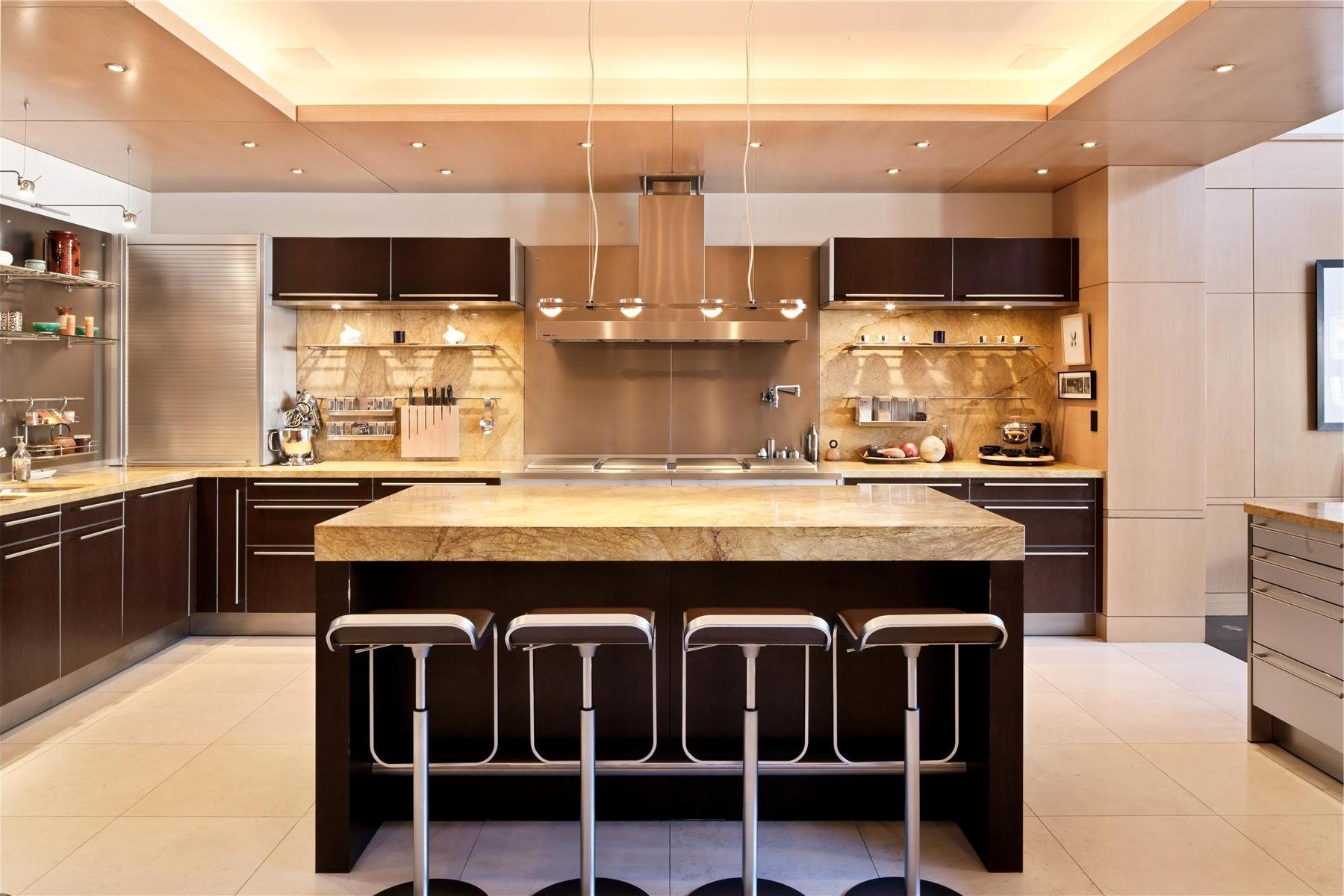 Featured Image of Modern And Luxury Kitchen