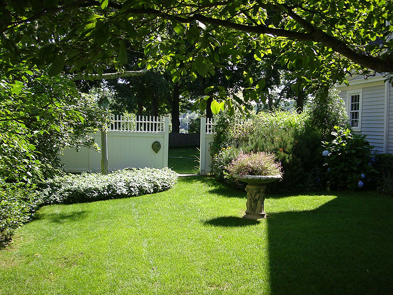 Featured Image of Simple Backyard Classical Garden Ideas