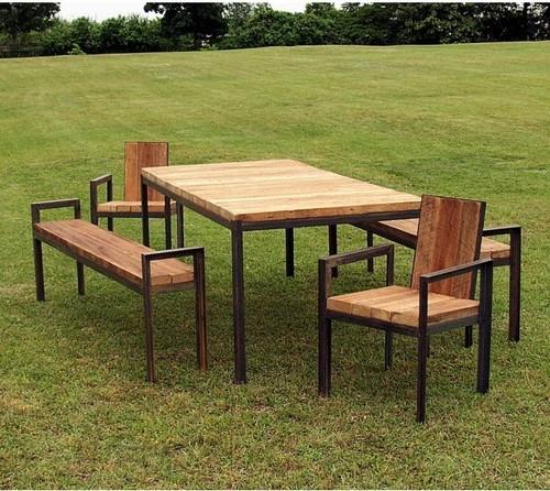 Featured Image of Simple Garden Table Design Ideas