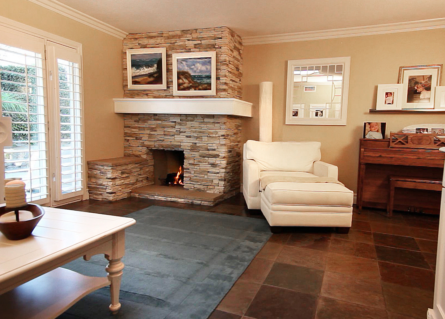 Featured Image of Simple Living Room With Fireplace