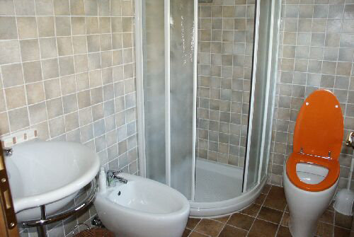 Featured Image of Small Bathroom Flooring Ideas