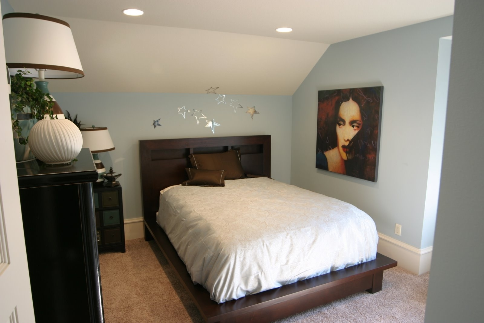 Featured Image of Small Modern Attic Bedroom