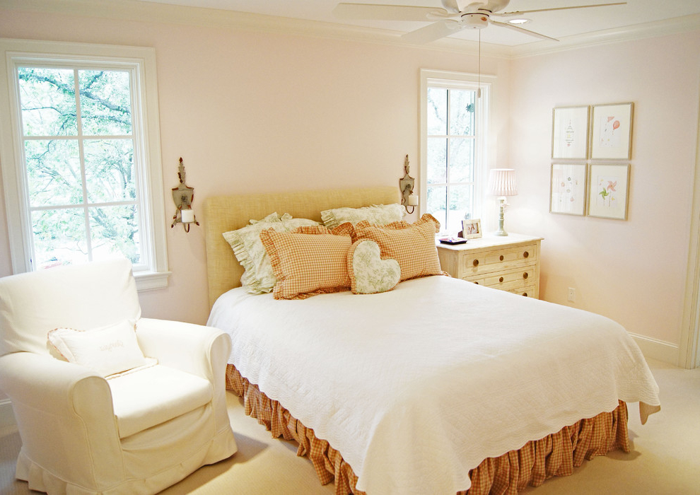Featured Image of Traditional Bedroom Makeover For Romantic Look