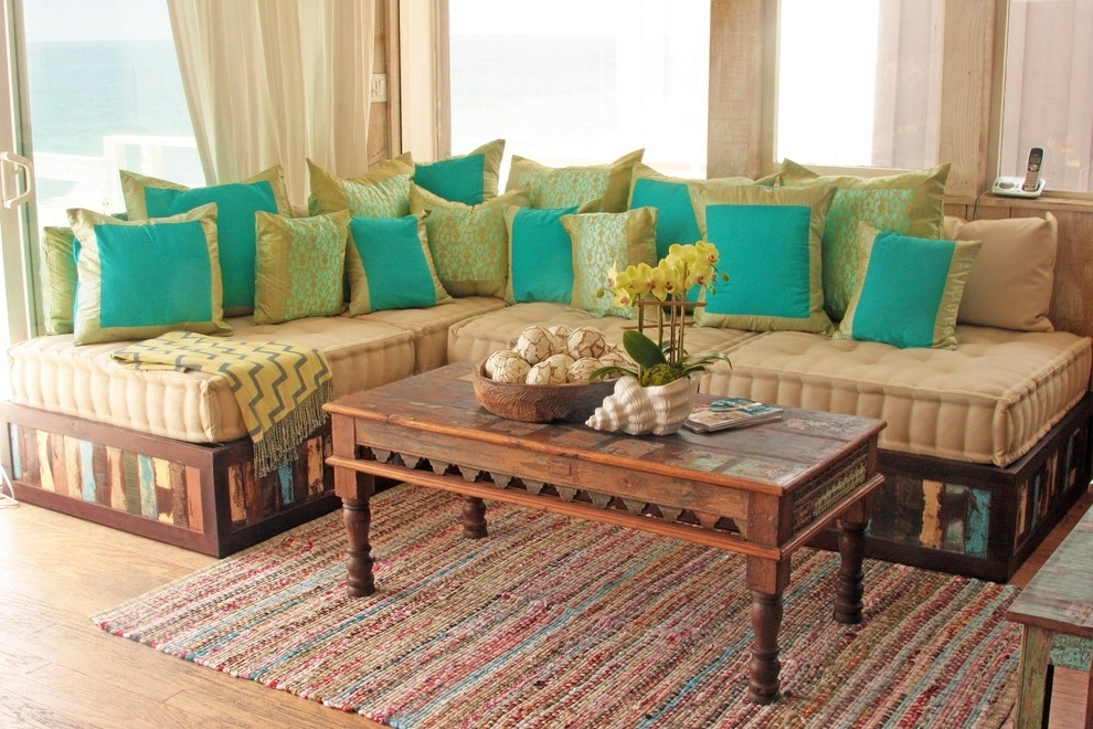 Featured Image of Traditional Sofa In Indian Style