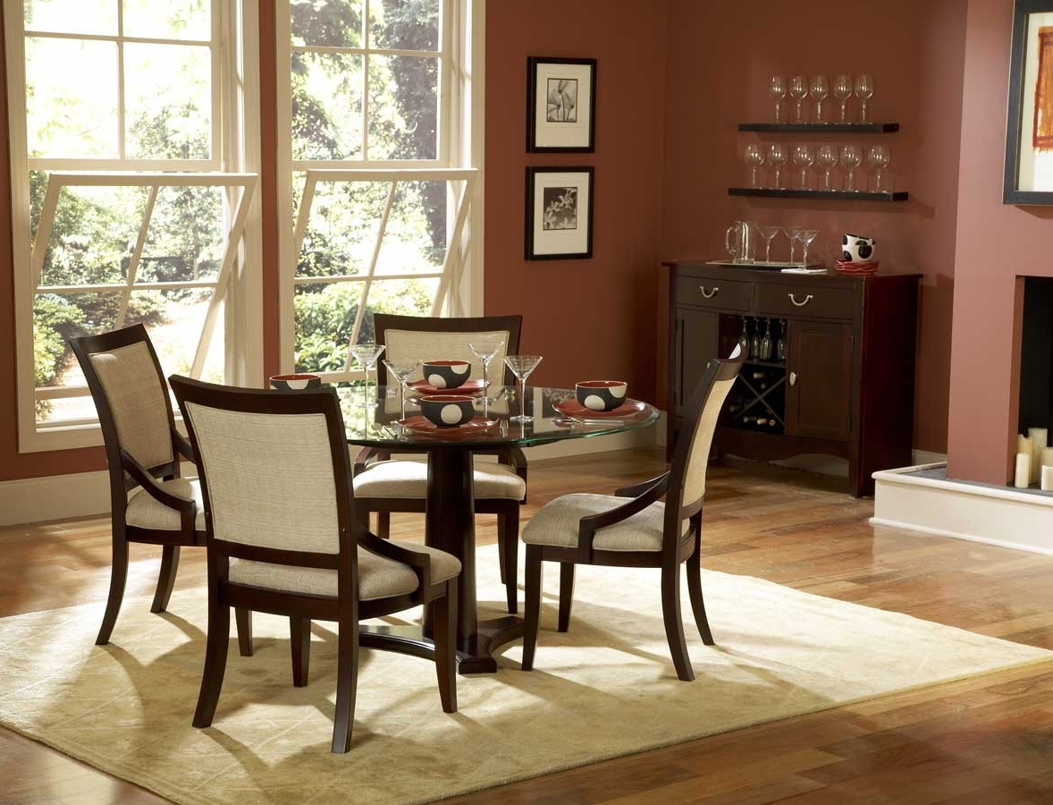 Featured Image of Vintage Italian Round Dining Room Furniture