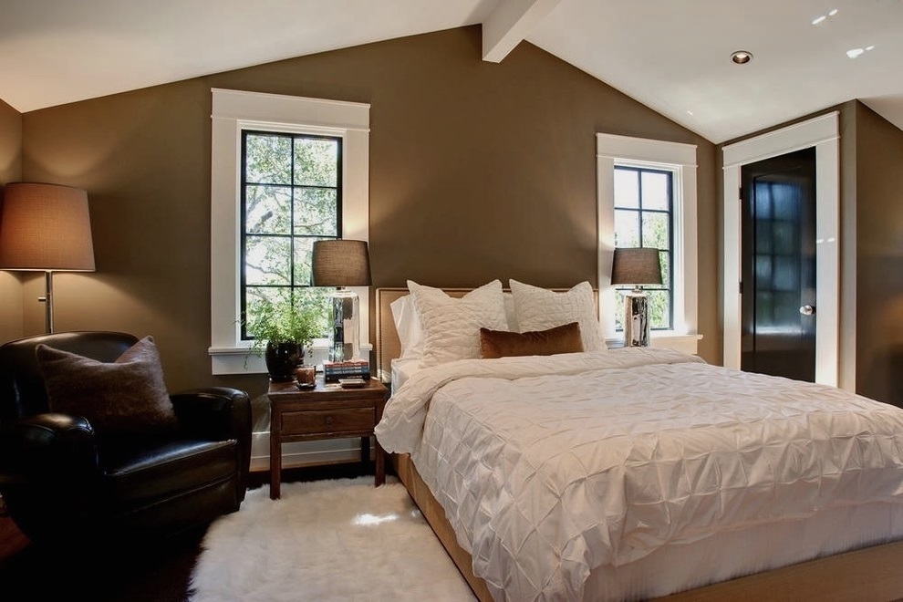 Featured Image of White Bedroom With Neutral Brown Wall