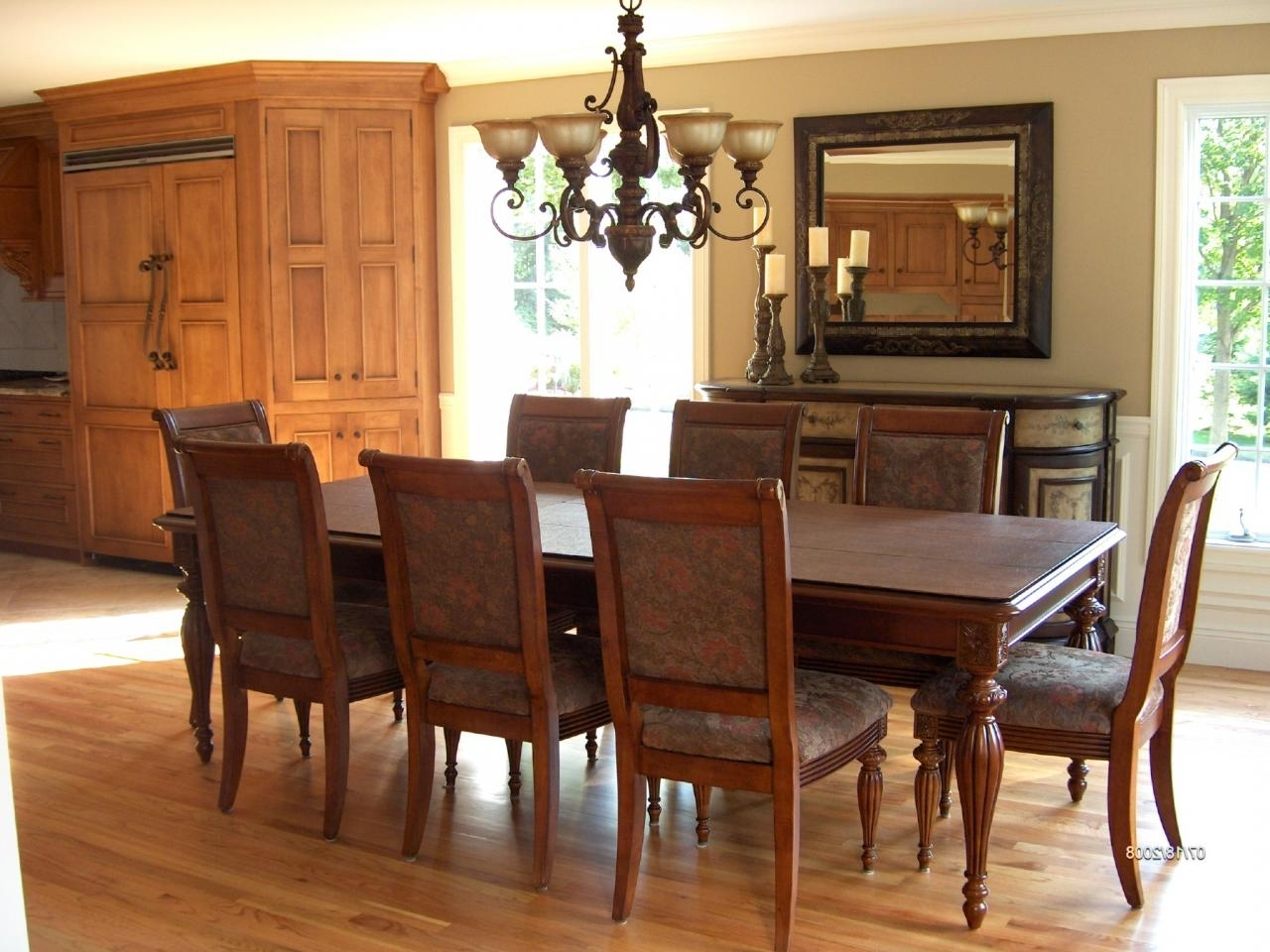 Featured Image of Wooden Italian Dining Room Set In Modern Look