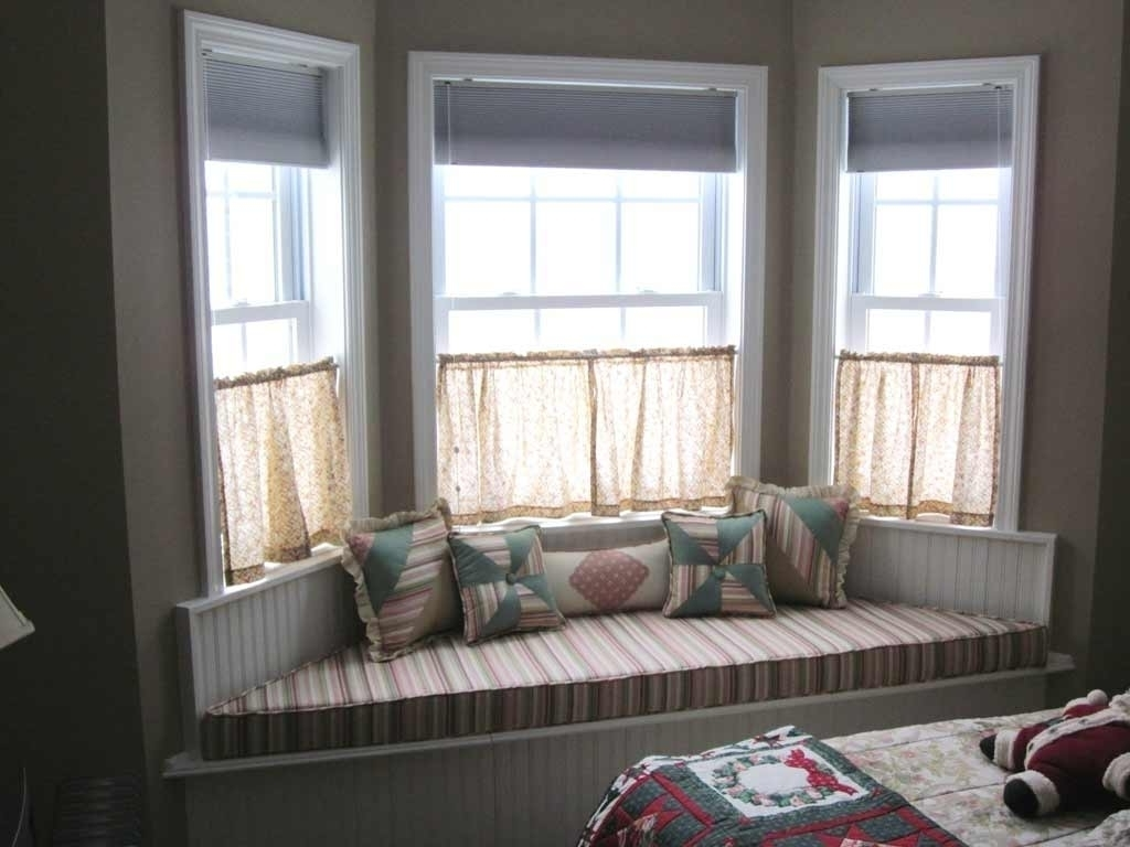 Featured Image of Bay Windows Interior View