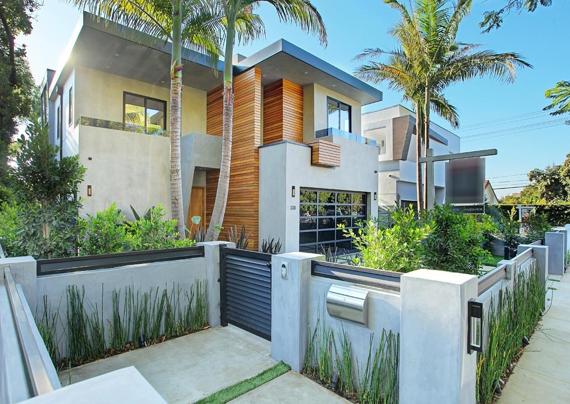 Featured Image of Contemporary Palm Tree House Exterior Decor