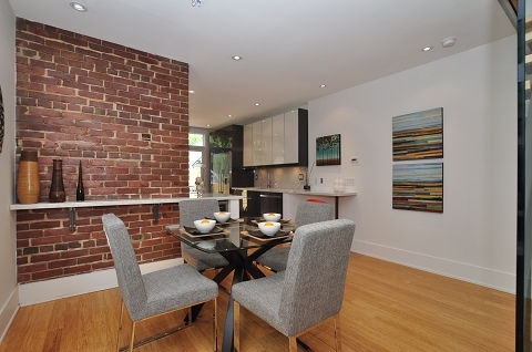 Featured Image of Simple Dining Room Brick Wall Decor