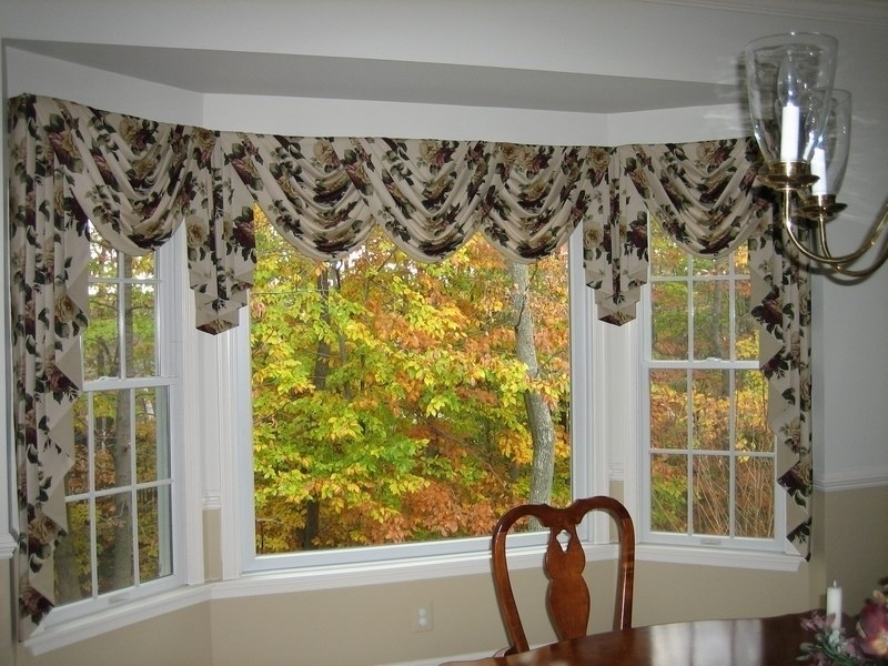 Featured Image of Traditional Bay Windows Treatments