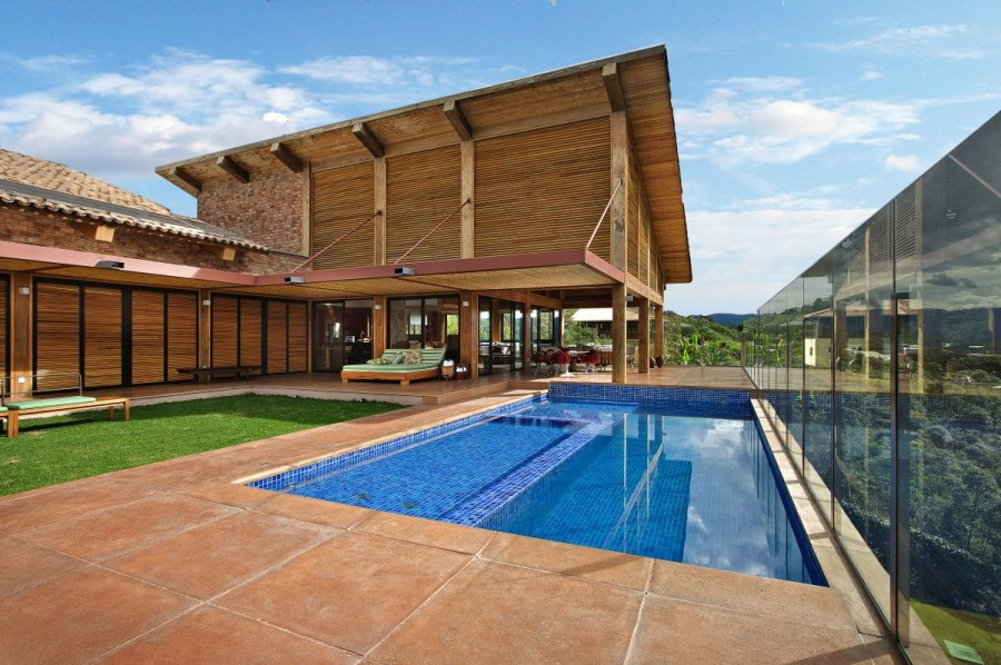 Featured Image of Wood House With Swimming Pool Idea