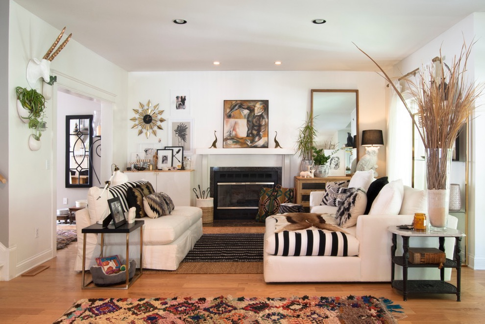 Indian Living Room With White Sofa And Wooden Flooring With White Wall Color (View 6 of 12)