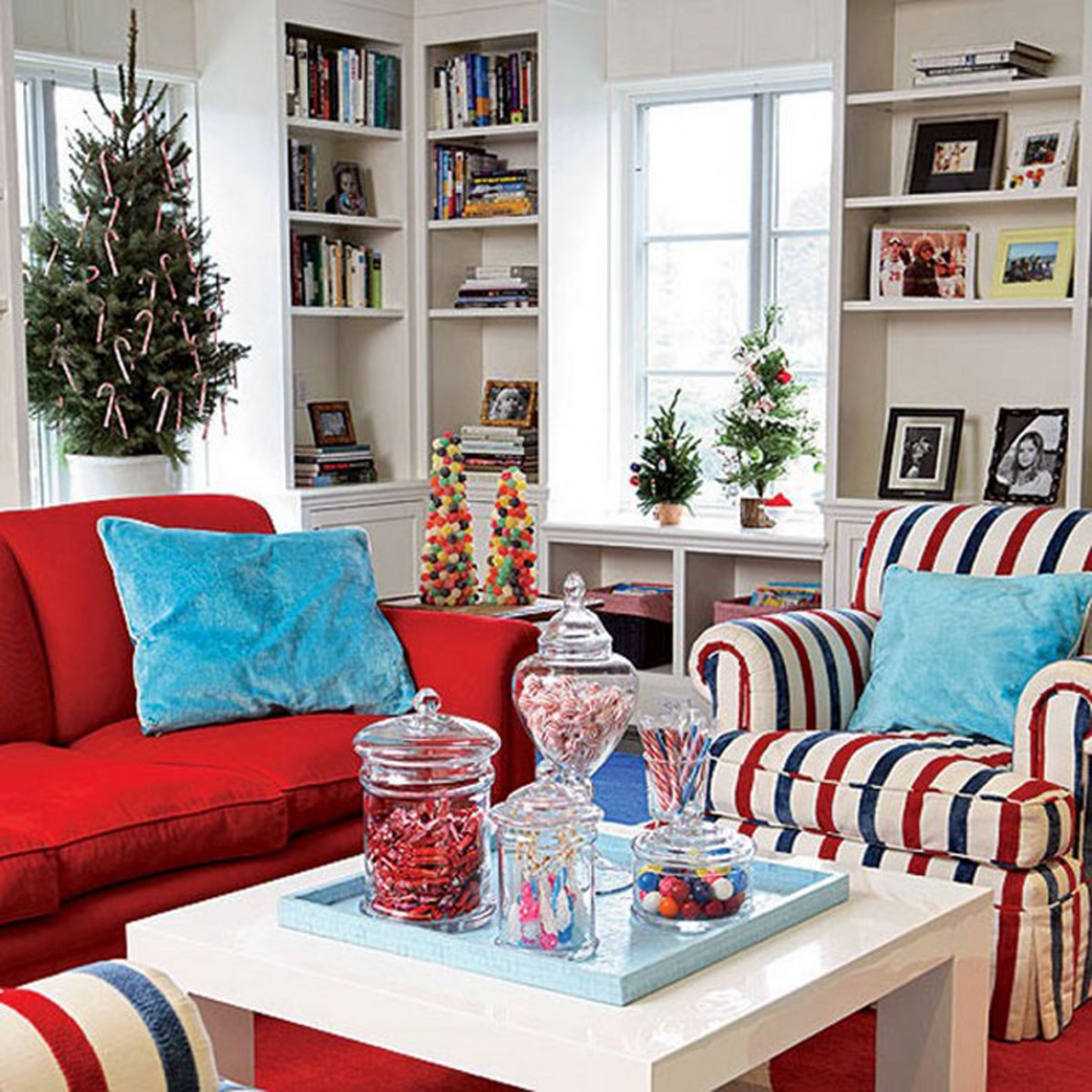 Luxury Great Red And Blue Living Room Decorating Idea For Christmas Event Graceful Christmas Living Room Inspiration (Image 62 of 123)