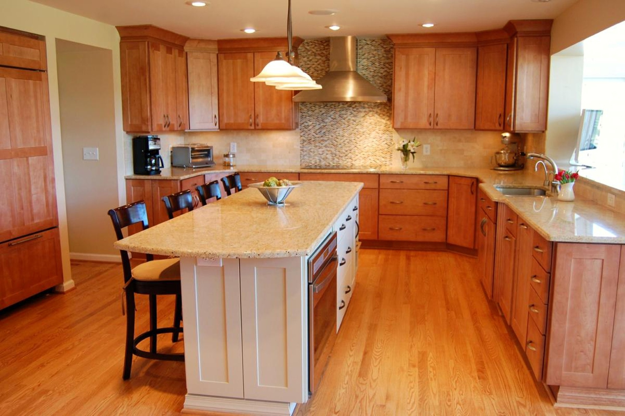 Luxury Layouts Kitchen With Wooden Storage Such As Many Drawer And Pretty Nice Chandeliers Magnificent Kitchen Layouts (Image 89 of 123)