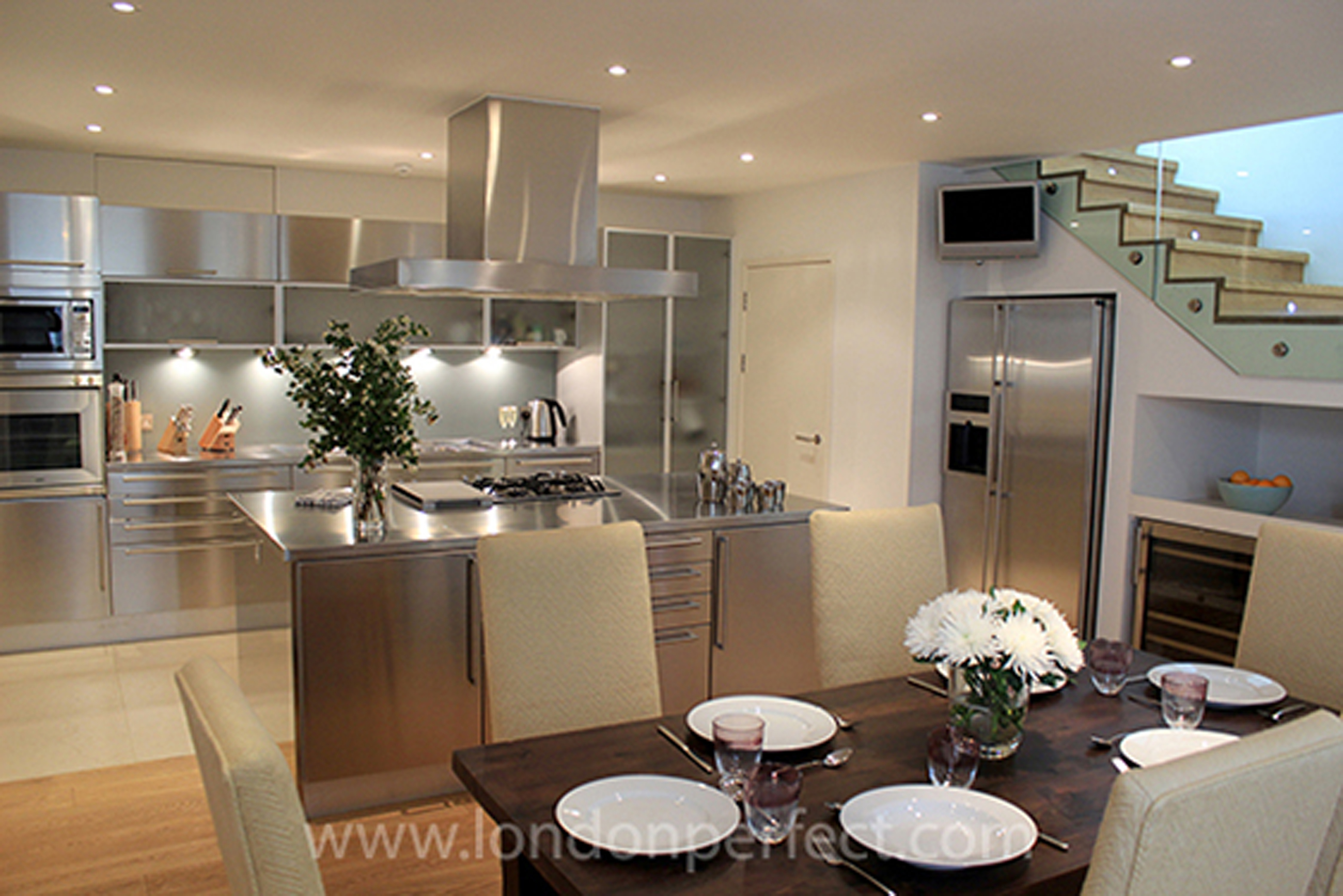 Luxury London Apartment Kitchen (Image 95 of 123)