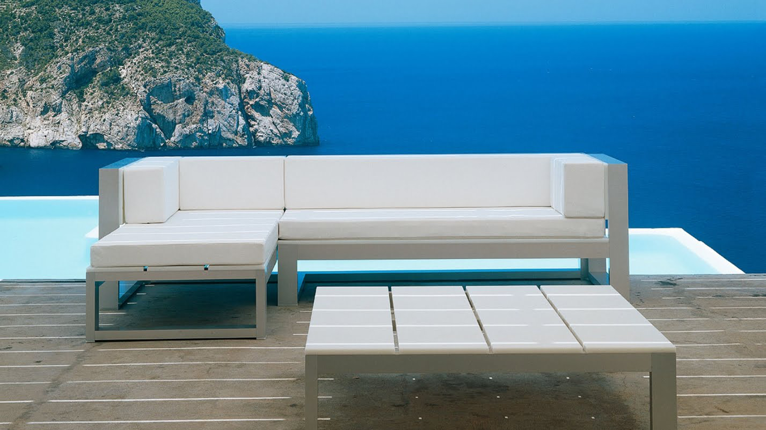 Luxury Outdoor Modern Idea With Gray White Sofa And Gray White Coffee Table Dazzling Outdoor Modern Ideas (Image 118 of 123)