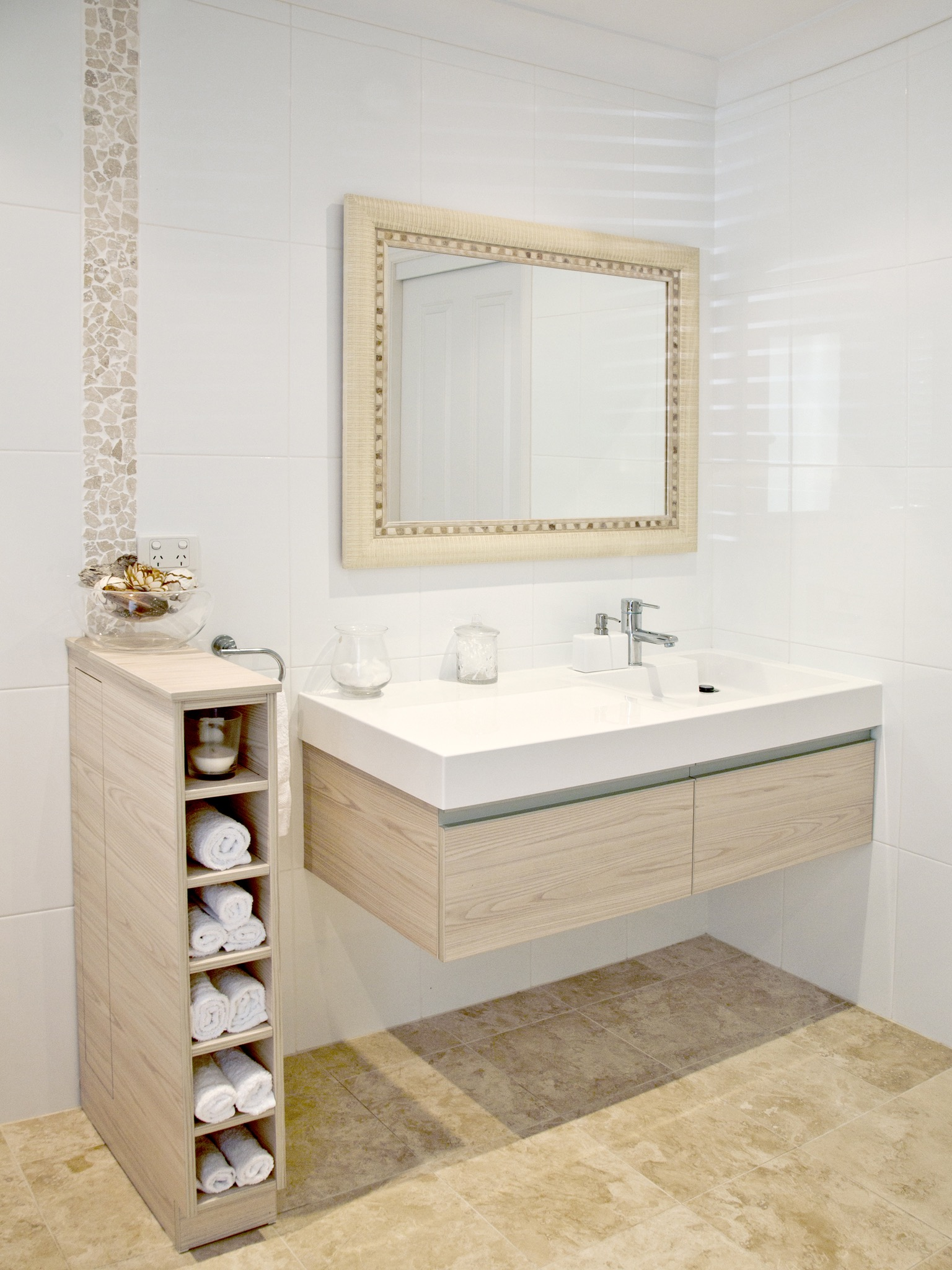 2017 Chic Contemporary Small Bathroom (Image 1 of 14)