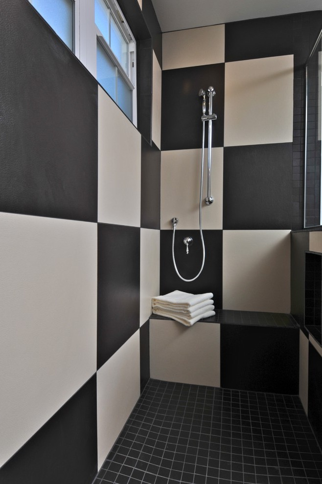 2017 Stylish Black And White Shower Room (Image 2 of 17)