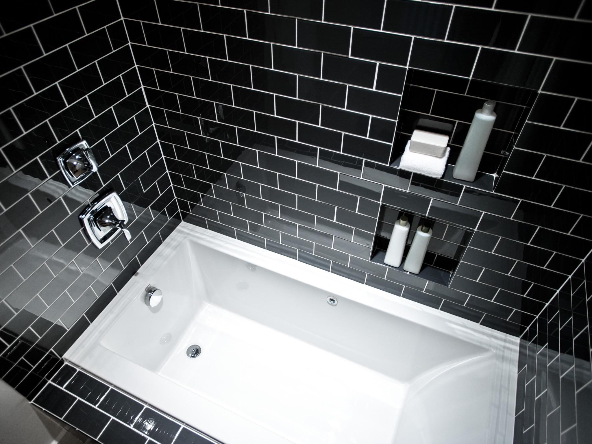 Black And White Modern Bathroom With Combination Tub And Shower (Photo 4 of 19)