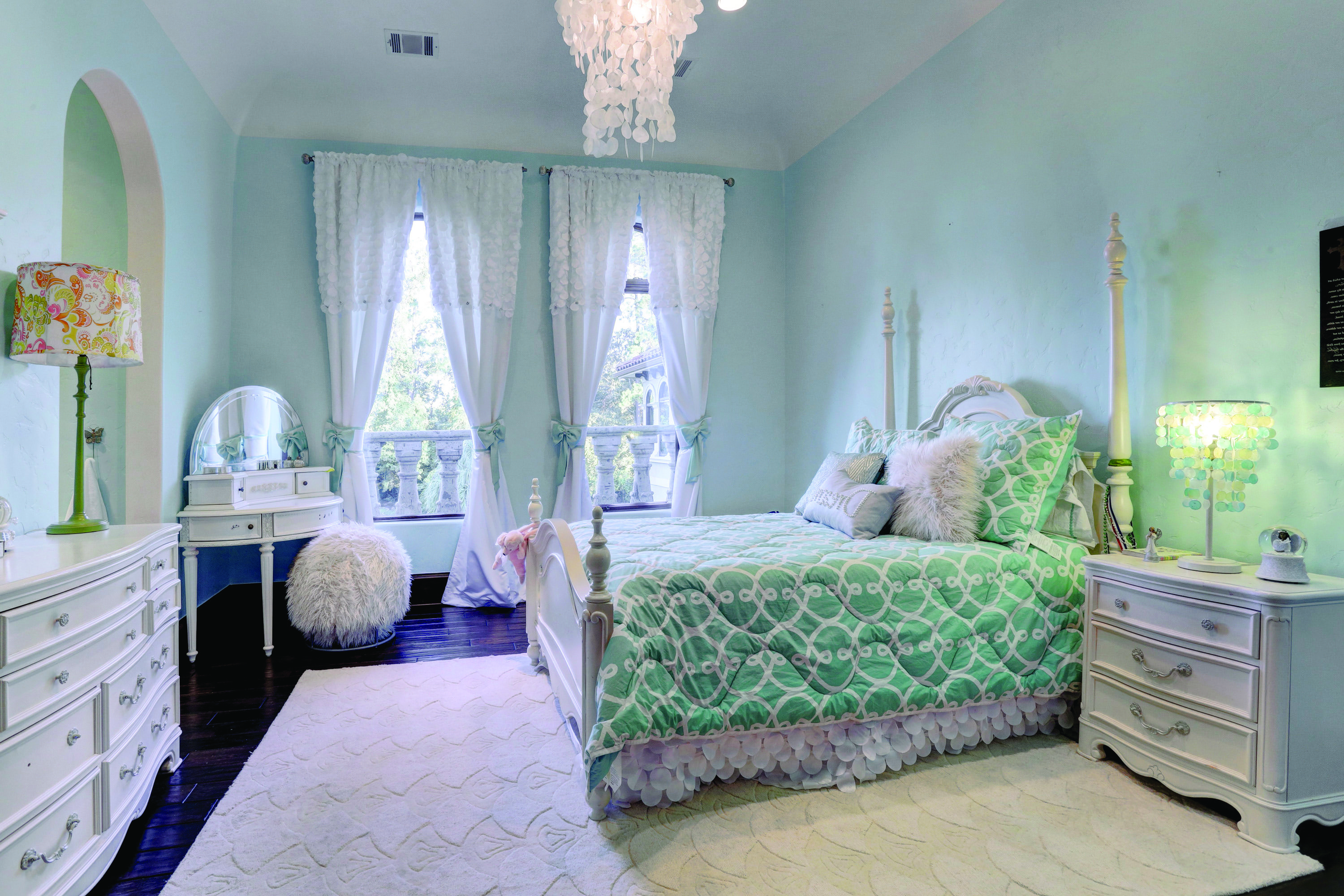 Blue And White Classic Girl's Bedroom With White Bed (Image 5 of 30)