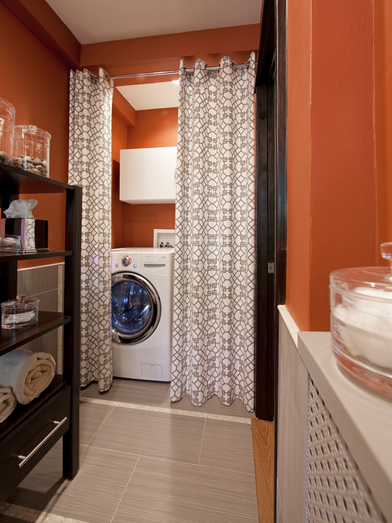 Bold Orange Laundry Room Interior For Apartment (Image 4 of 26)