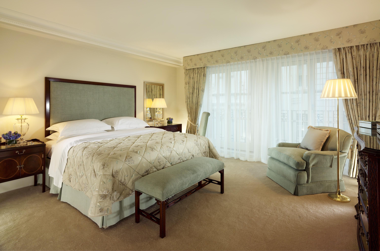 Classic Bedroom Apartment Interior Design (View 11 of 28)