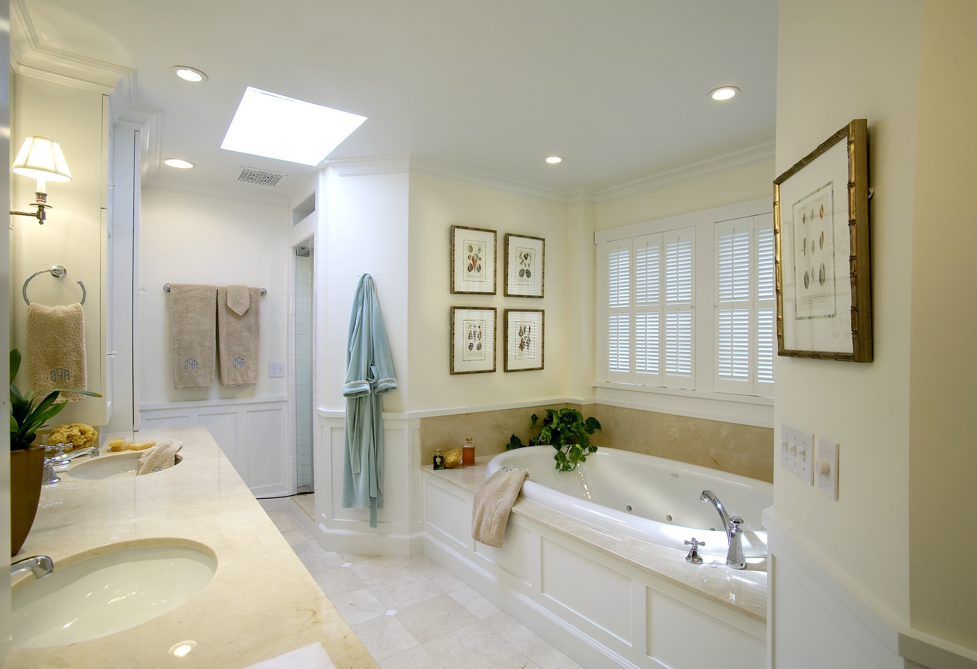 Classic Master Bathroom With Coastal Style (Image 10 of 29)