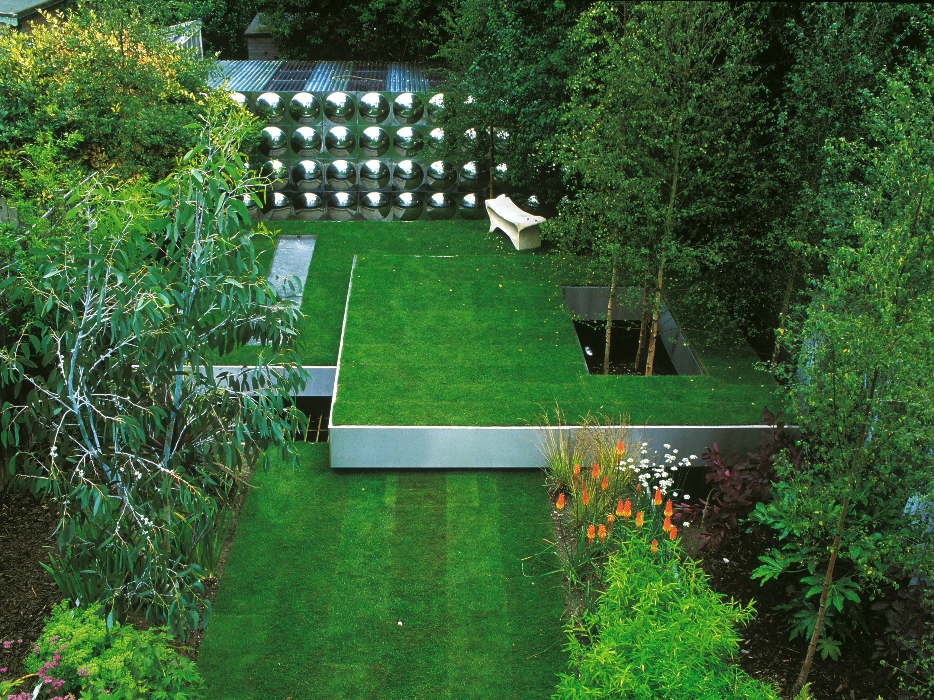 Contemporary Garden With Terraced Tiers (Image 14 of 35)