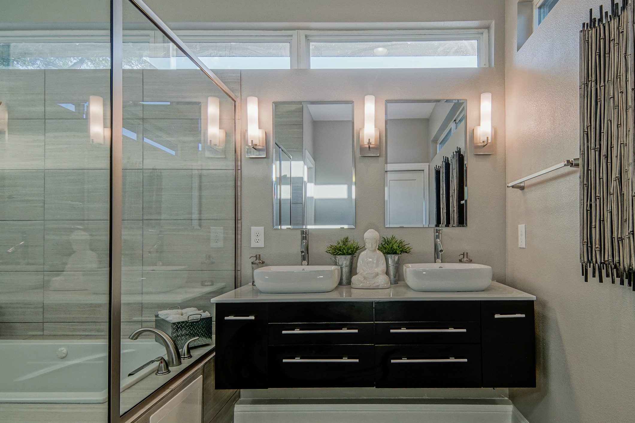 Contemporary Master Bathroom With Light Walls (View 14 of 19)