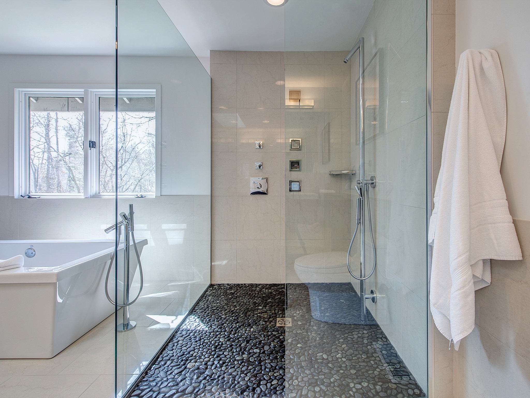 Contemporary White Shower With Black Pebble Floor (Image 10 of 17)